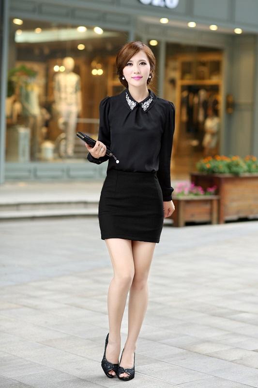Лилипутами вконтакте красивая девушка в короткой черной юбке и белой блузке дам