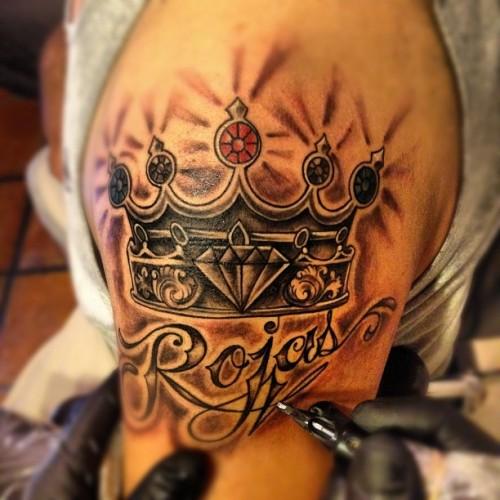 Oznaczenie Korony Tatuażu Na Dłoni Dziewczyny Co Oznacza